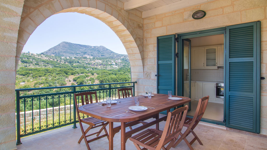 Vacation on villa in Chania: Why airport transfer is a must!