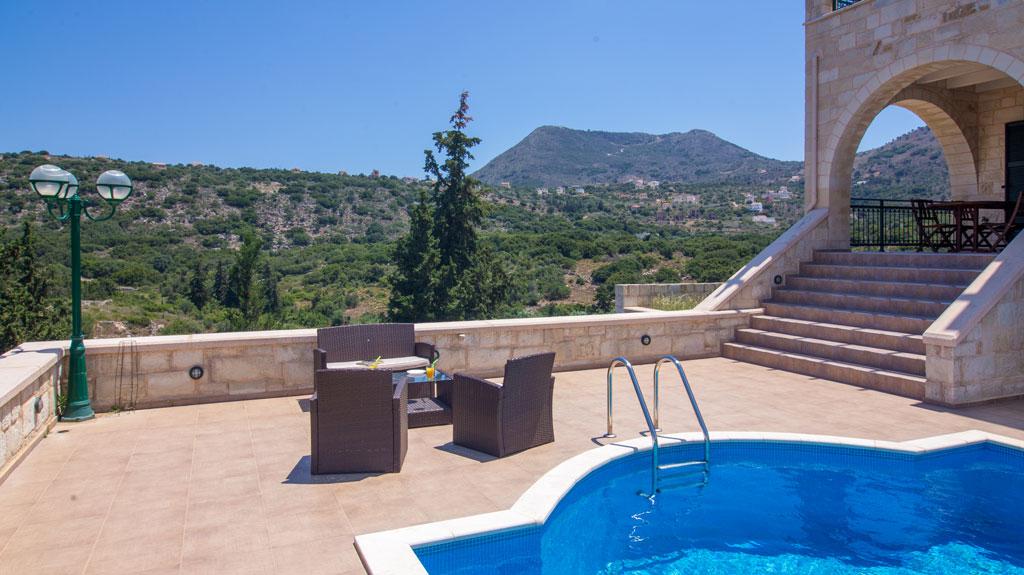 Best time to rent a villa in Crete: Greek Summer Season Overview.